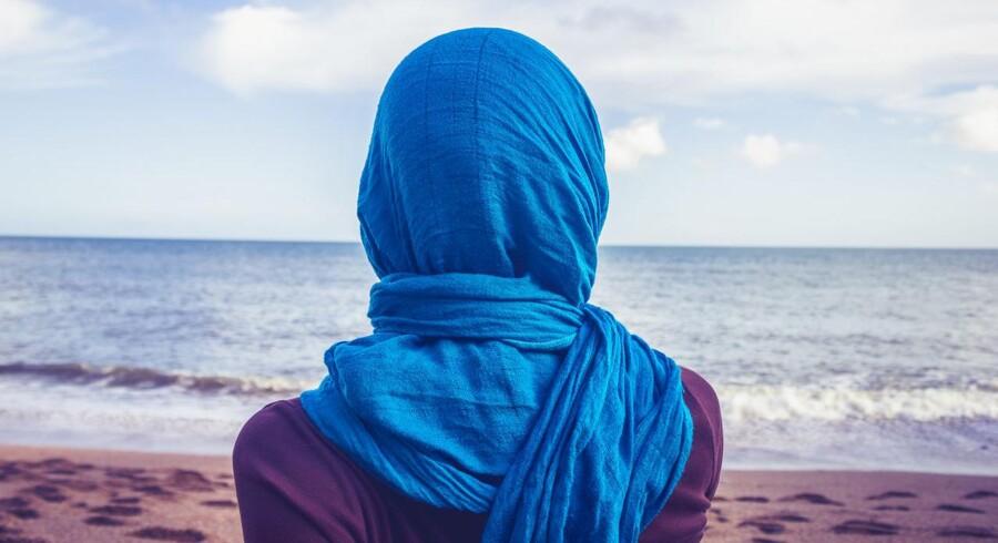 Det er ofte andre unge kvinder, der er skyld i, at muslimske piger bliver opdaget.