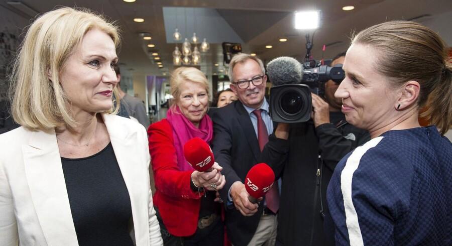 Helle Thorning-Schmidt og Mette Frederiksen på Hotel Scandic i København lørdag.