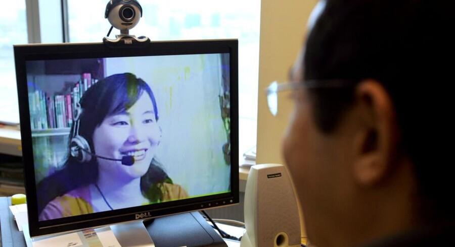 I mange år har man kunnet føre videosamtaler gratis over Internet via det danske-svenske computerprogram Skype. Nu bliver Skype bygget ind i de nye fladskærmsfjernsyn. Foto: Richard A. Brooks, AFP/Scanpix