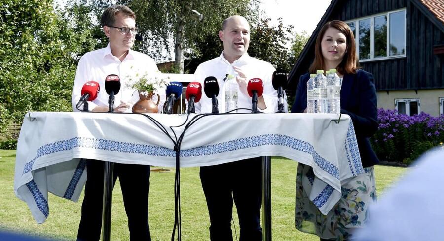 Det Konservative Folkeparti inviterer til pressemøde i forbindelse med partiets sommergruppemøde. Fra venstre Brian Mikkelsen, Søren Pape Poulsen og Mette Abildgaard (Foto: Claus Bech/Scanpix 2016)