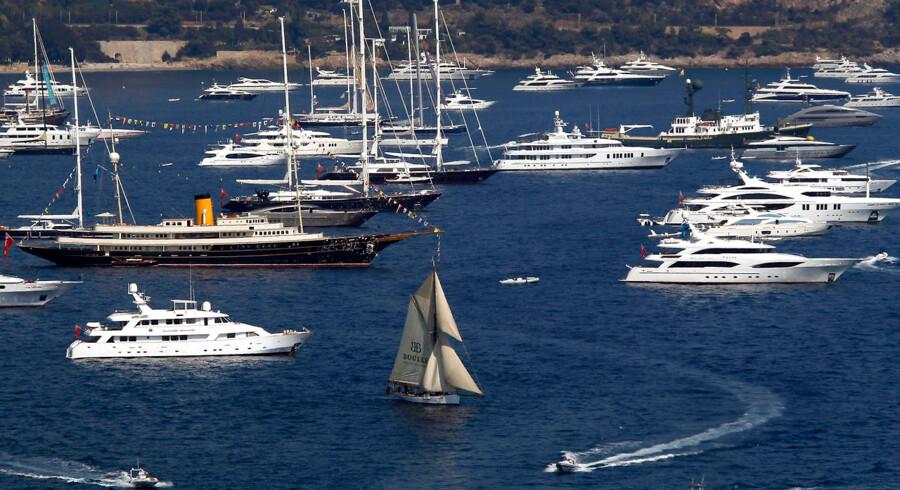 Luksusyachts for milliarder forankret ud for havnen i Monaco. Deres ejere er med høj sandsynlighed bland den ene procent af verden befolkning, der snart ejer halvdelen af verdens værdier.