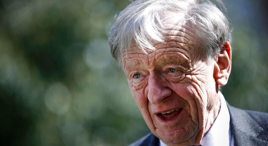 Medlem af det britiske overhus, lord Alfred Dubs, kom til Storbritannien fra daværende Tjekkoslovakiet som jødisk flygtningebarn i forbindelse med Anden Verdenskrig. Nu mener Labour-politikeren, at den britiske regering svigter dens ansvar over for de flygtningebørn, der i dag befinder sig i Europa. Foto: AFP