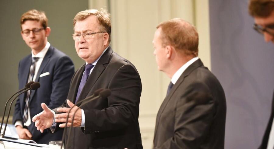 Skatteminister Karsten Lauritzen, finansminister Claus Hjort Frederiksen, statsminister Lars Løkke Rasmussen og erhvervs- og vækstminister Troels Lund Poulsen, torsdag den 1. oktober 2015.