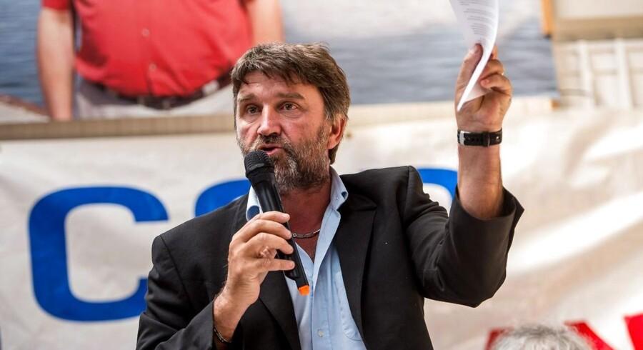 Den kontroversielle fagforeningsleder Eric Vercoutre lover, at det bliver »en hed sommer« for DFDS med aktioner, indtil der bliver fundet en løsning, der redder alle sømændenes job.