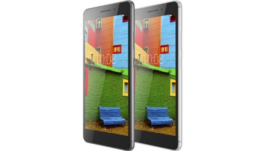 Man får desværre ingen fornemmelse af størrelsen på Lenovos nye Phab Plus-telefon, når man ser dette PR-foto. Først når man tager den i hånden, er man ikke i tvivl om, at den virkelig er stor. Foto: Lenovo