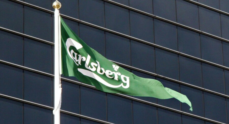 Carlsberg bryggeri i Valby. Flag med logo.