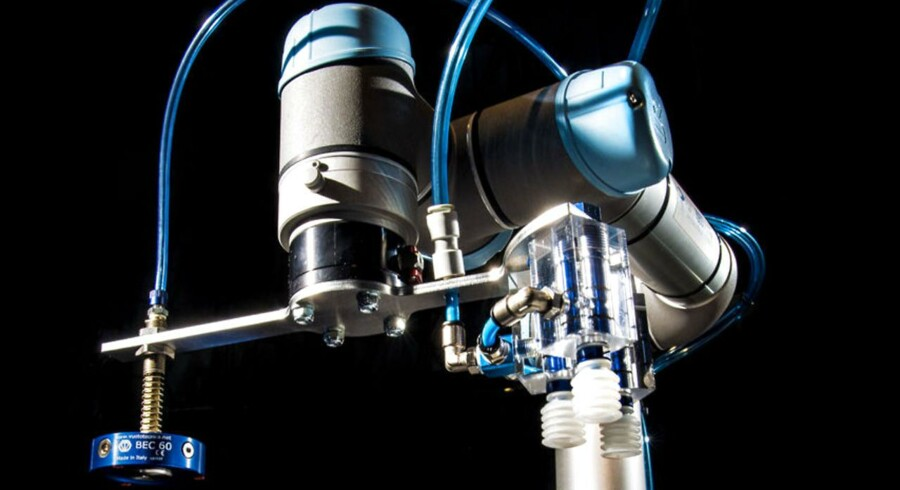 DIRA - Dansk Robot Netværk udstiller industri robotter i Industriens hus. Dansk Robot Teknik