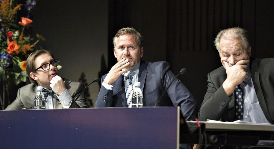 Liberal Alliance holdt lørdag landsmøde i Aalborg Kongres og Kulturcenter. Her ses landsformand Leif Mikkelsen sammen med partileder Anders Samuelsen og politisk ordfører Simon Emil Ammitzbøll.