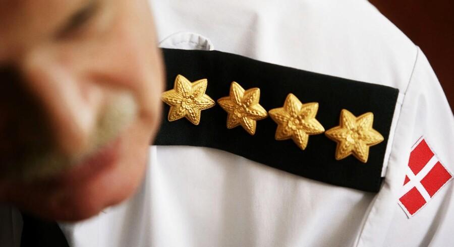 Tidligere forsvarschef Jesper Helsøs jakke og skjorte var beklædt med fire stjerner, da han fratrådte som forsvarschef den 24. juni 2008. Arkivfoto: Michael Bothager
