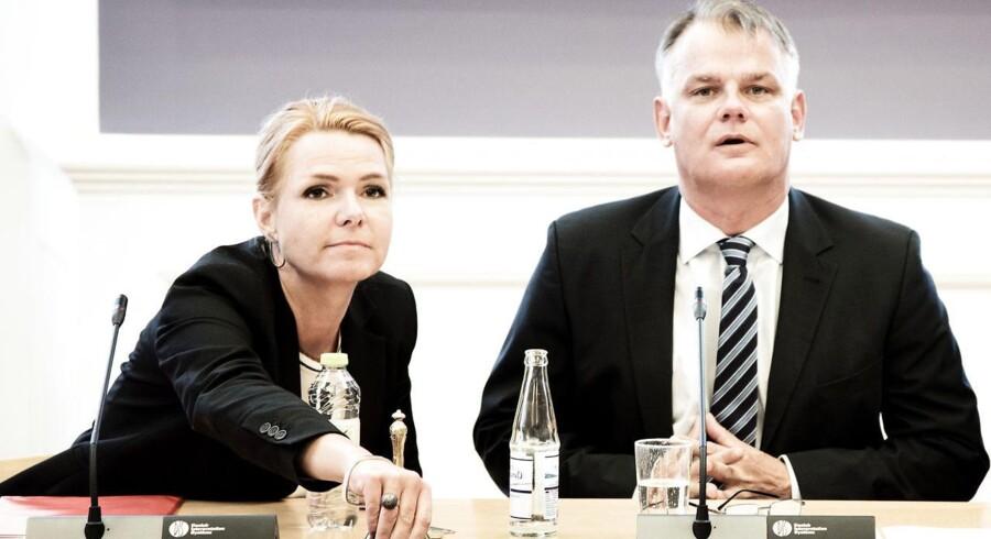 DFs indfødsretsordfører Christian Langballe sammen med udlændinge-, integrations- og boligminister Inger Støjberg (V).