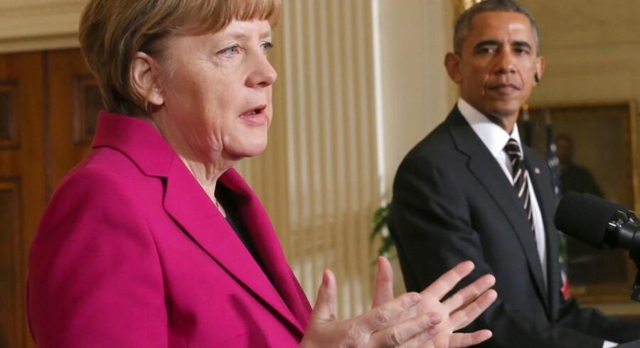 Tysklands kansler, Angela Merkel, og USAs præsident, Barack Obama, mødtes mandag i Det Hvide Hus i en atmosfære af gensidig forståelse og enighed om tilgangen til Rusland i Ukraine-krisen. I Tyskland er der dog bekymring at spore i spørgsmålet om våbenleverancer til Ukraine, hvor de amerikanske republikanere skarpt kritiserer Merkel og Obamas standpunkt. Foto: Michael Kappeler/EPA