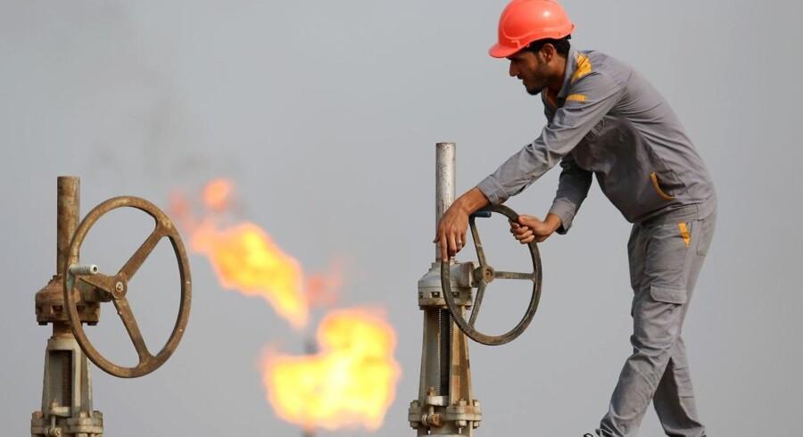 Den negative stemning skyldes fortsat usikkerhed omkring væksten i kinesisk økonomi og den seneste tids faldende oliepriser.