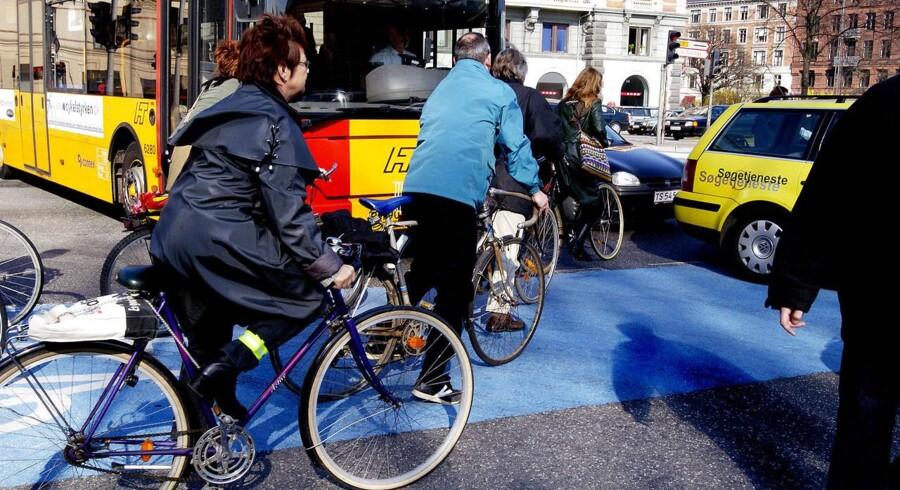 ARKIVFOTO: Det er langt fra i orden, at over halvdelen af trafikanterne i en ny undersøgelse siger, at de har oplevet vrede og truende cyklister, understreger Cyklistforbundets direktør og landsformand. Kør ordentligt og vis respekt, lyder det.