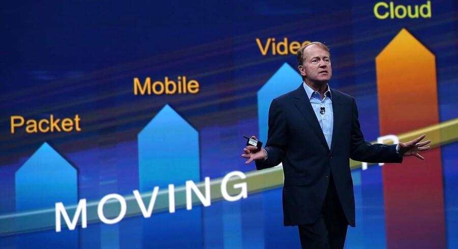 Ciscos topchef gennem 20 år, John Chambers, gør nu, som planchen fra sidste års regnskabspræsentation viser: Han flytter - nemlig fra topposten til at blive bestyrelsesformand for den amerikanske IT-gigant. Arkivfoto: Justin Sullivan, Getty Images/AFP/Scanpix