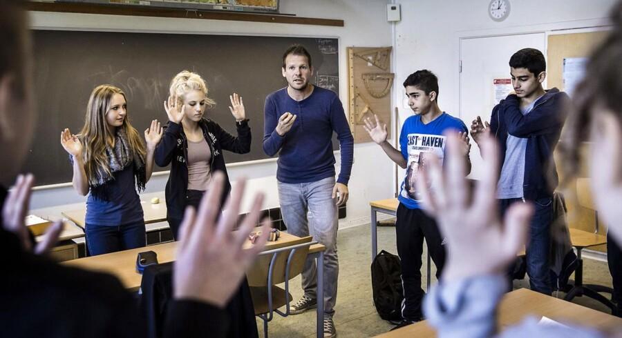 Thomas Jørgensen, pædagog som laver understøttende undervisning i 8. klasse på Vadgård Skole i Gladsaxe. En undersøgelse fra BUPL viser, at tre ud af fire kommuner vil bruge pædagoger i skolen på alle klassetrin. Skolereformen betyder, at der efter planen flyttes cirka 4000 pædagoger fra SFO til skolerne. Men det er nyt, at pædagogerne nu ikke blot bruges til de yngste klassetrin, men også til teenagere.