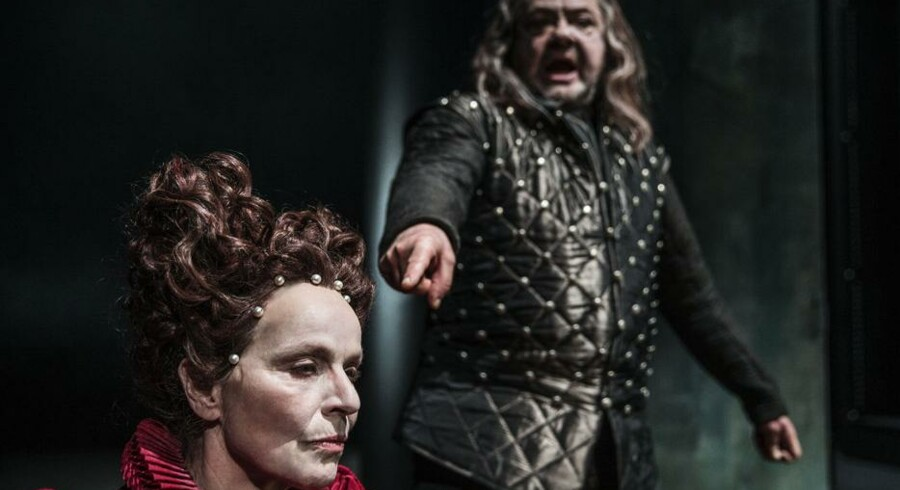 »King Lear« på Det Kongelige Teater når ikke i mål. Her råber Tommy Kenter ad Benedikte Hansen. Foto: Natascha Thiara Rydvald.