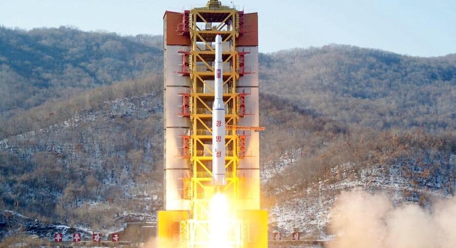Nordkorea affyrede i nat denne raket. Og der vil blive affyret flere, oplyser landet.