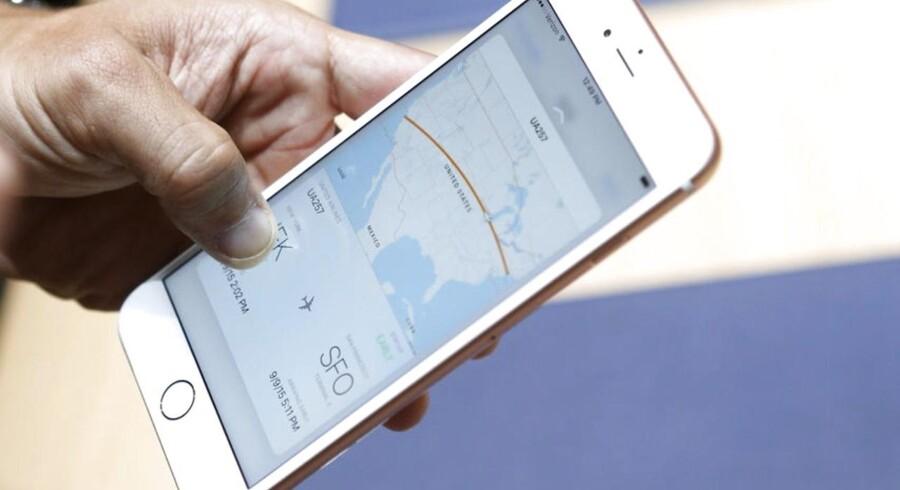 De nye iPhone 6S og 6S Plus ser ud præcis som forgængerne og har samme størrelser. Det er indmaden, der er opdateret, og det får analytikere til at tvivle på, at mange vil skifte deres kun et år gamle telefon ud med en ny model. Foto: Beck Diefenbach, Reuters/Scanpix
