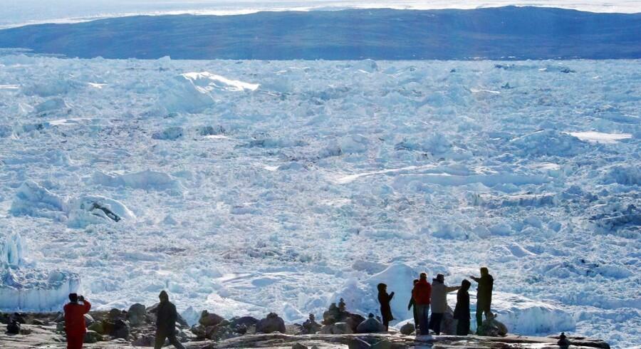 Turister ved Ilulissat-fjorden Arkivfoto: Steen Ulrik Johannesen/Ritzau Scanpix