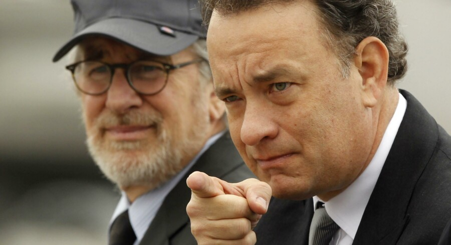 "Miniserien ""The Pacific"" med d'herrer Steven Spielberg (tv) og Tom Hanks (th) bag har fået 24 Emmy-nomineringer."