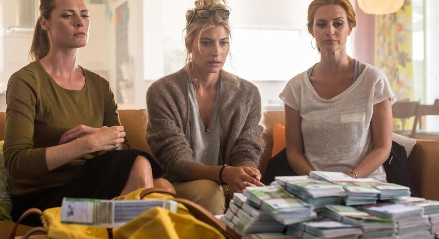 Johanne (Synnøve Macody Lund), Rebecka (Cecilia Fors) og Kira (Beate Bille) har et problem. Foto: TV3