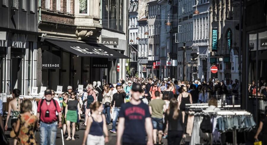 »På trods af faldet fra juni til juli er niveauet stadig uændret og ligger på niveau med de seneste seks måneders gennemsnit på 4,0,« skriver Danmarks Statistik.