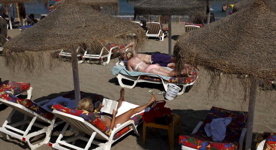 Turister i solen i Fuengirola på Costa del Sol 12. juli.
