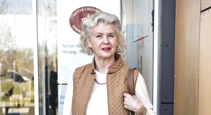 Tobaksenken Tineke Færch måtte i går erkende, at tre dommere afviste alle hendes anklager mod datteren, Merethe Færch. »Byrettens dom er overraskende og synes desværre at være behæftet med en del fejl. Tineke Færch og jeg vurderer fortsat, at hun har en retfærdig og stærk sag. Det trækker op til, at dommen må ankes til landsretten,« siger Tineke Færchs advokat, Tyge Trier.