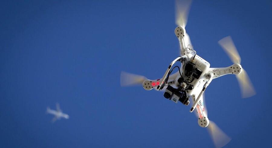 Hvis et nyt lovforslag går igennem, får dronerne deres egen færdselslov. Foto: Carlo Allegri
