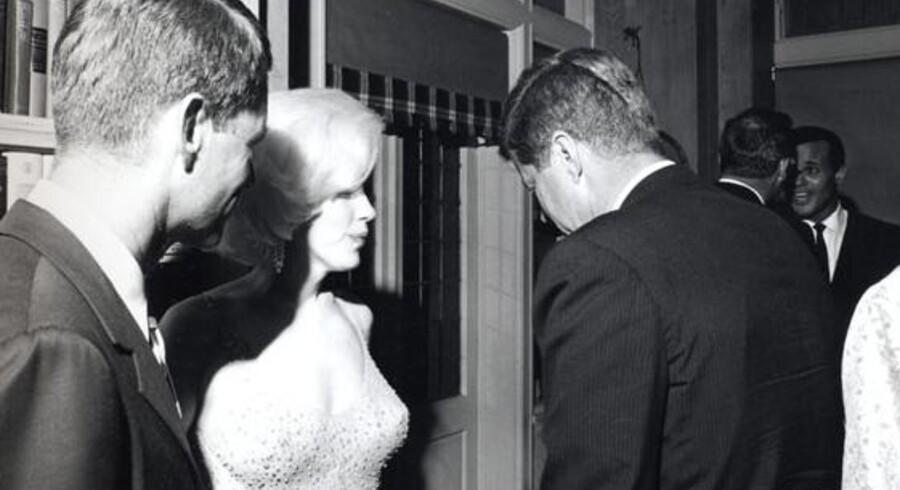 Billedet viser både Marilyn Monroe, John F. Kennedy og Robert F. Kennedy og er taget 19. maj 1962.