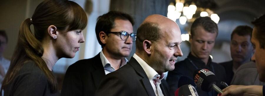 Lars Løkke Rasmussen fohandler med partierne. Det Konservative Folkeparti med Søren Pape i spidsen ankommer til forhandlinger. Sammen med Mai Mercado og Brian Mikkelsen