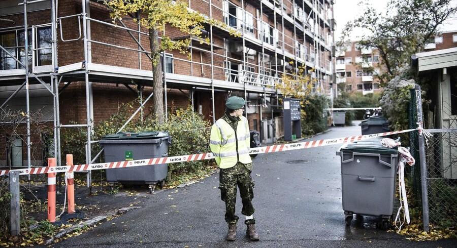 Afspæringer omkring en lejlighed på Frederiksberg i København, hvor tre unge mænd blev dræbt i november 2015.