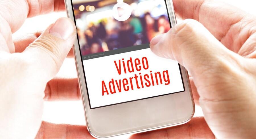 """Danske """"multi screen users"""" tidsforbrug af videoindhold ligger på omkring 2,5 timer om dagen. Det interessante er dog, at på trods af at den globale forbruger tilbringer mere og mere tid på digitale platforme, er vi stadig mest positivt stemt over for de tv-reklamer, vi kender fra det almindelige flow tv."""