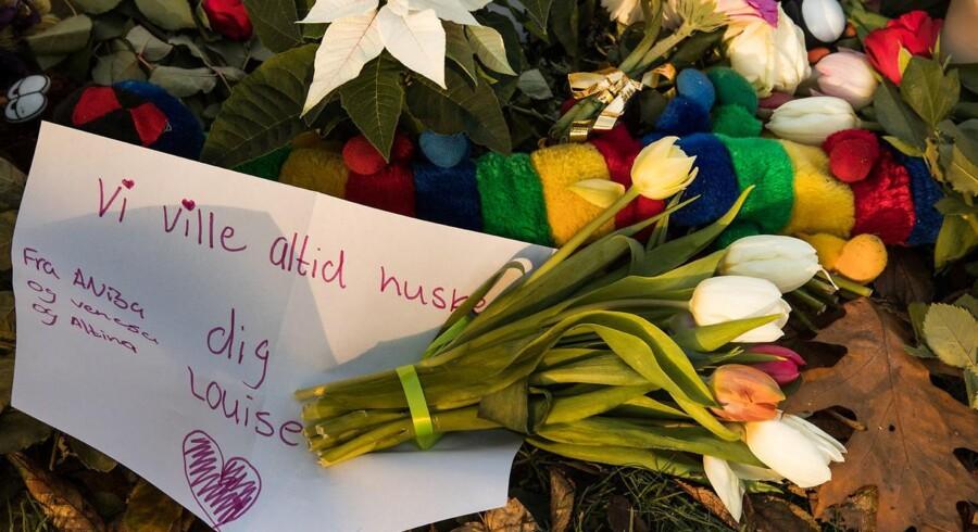 Knivdrabet i Elverparken i Herlev. Blomster og kort ved gerningsstedet.