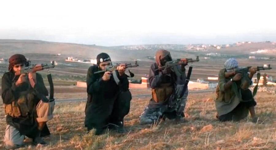 Fra propagandavideo på YouTube med to dansktalende islamister, der opfordrer til at deltage i jihad. Arkiv 2012.