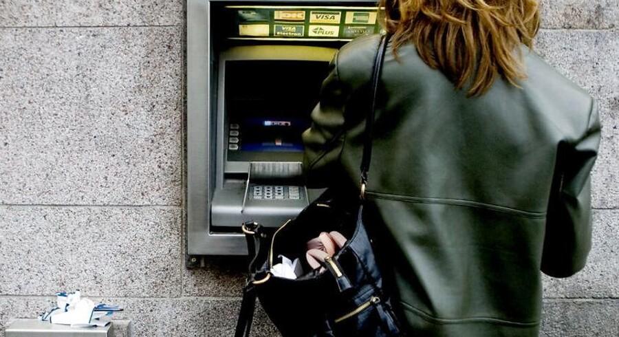 Her er en hæveautomat ved Danske Bank. Sådan nogle vil fremover kunne sprøjte med DNA-væske på eventuelle tyveknægte, tyvekosterne og på automaten selv.