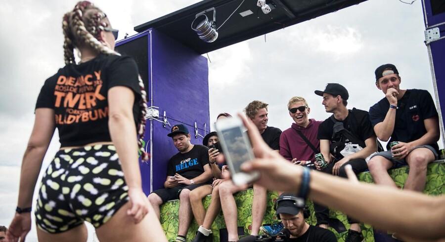 Et røvrystende Twerk-arrangement med Simone Skjødt aka. Ladybum blev foreviget digtalt af en tilskuer under dette års Roskilde Festival.