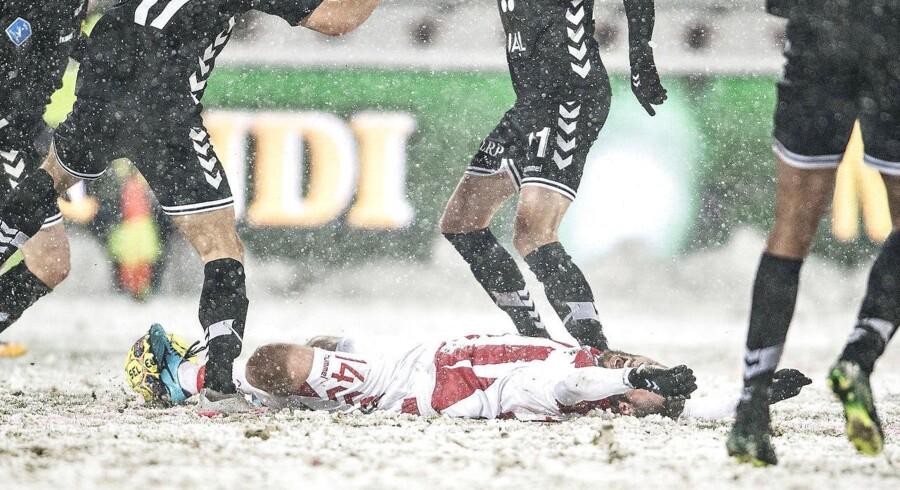 AaBs Pavol Safranko er fældet i sneen i Alka Superliga-kampen mellem AaB og AC Horsens på Aalborg Portland Park, mandag den 5. marts 2018. (Foto: Henning Bagger/Scanpix 2018)