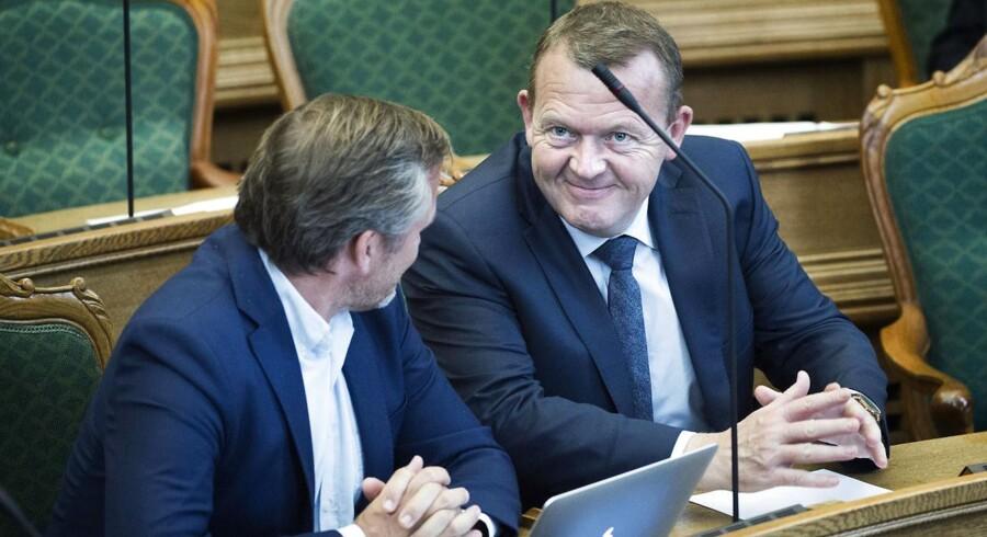 Statsminister Lars Løkke Rasmussen i samtale med Anders Samuelsen, Liberal Alliance under torsdagens åbningsdebat.