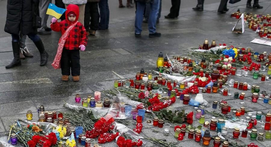 Søndaf var der mindehøjtidelighed for dem der blev dræbt under et blodigt missilangreb på den ukrainske havneby Mariupol.