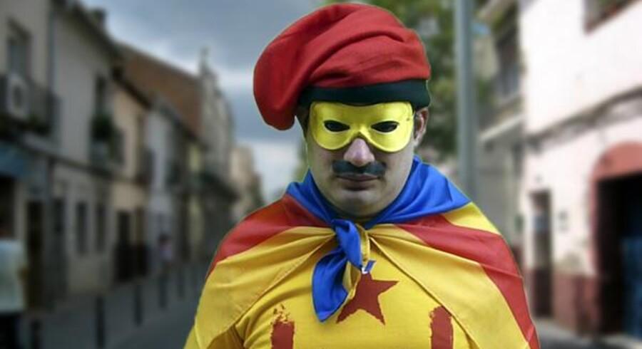 Den separatistiske superhelt SuperCat giver vælgerne tærsk med en magisk handske, indtil de lover at stemme det »rigtige«.