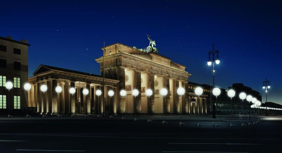 Sådan kommer Lichtgrenze til at se ud, når tusindvis af lysende ballon-lamper tændes den 9. november for at markere 25-året for Murens fald. De mange lamper bliver stillet op gennem Berlins centrum, der hvor Muren dengang stod.