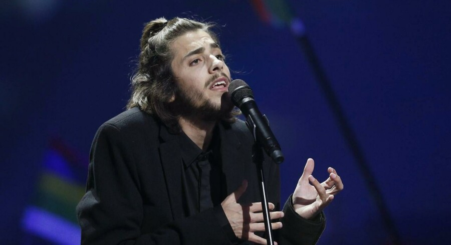 epa05962214 Salvador Sobral from Portugal performs during the Grand Final of the 62nd annual Eurovision Song Contest (ESC) at the International Exhibition Centre in Kiev, Ukraine, 13 May 2017. EPA/SERGEY DOLZHENKO