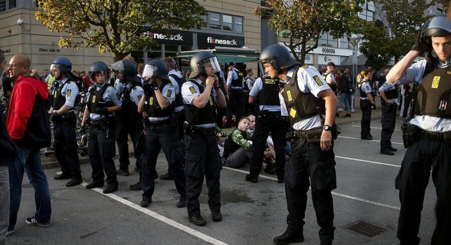 Sikkerheden er i højeste beredskab til kampen mellem Danmark og Polen. Anholdelser ved Parken. Fredag den 1. september 2017. (Foto: Liselotte Sabroe/Scanpix 2017)