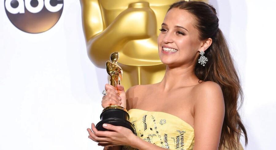 27-årige Alicia Vikander - blandt andet kendt for sin rolle i »En kongelig affære« - har for første gang i sin karriere vundet en Oscar.