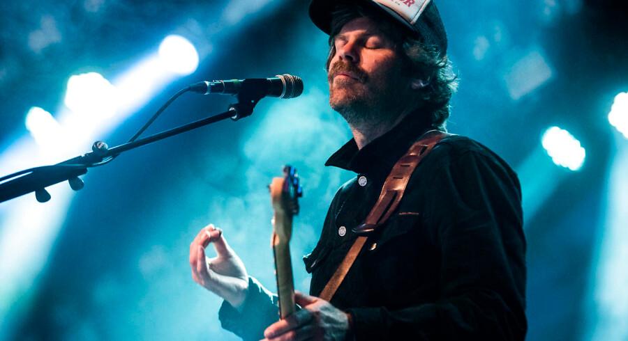 Slowdives Neil Halstead på scenen under bandets koncert på årets Roskilde Festival.