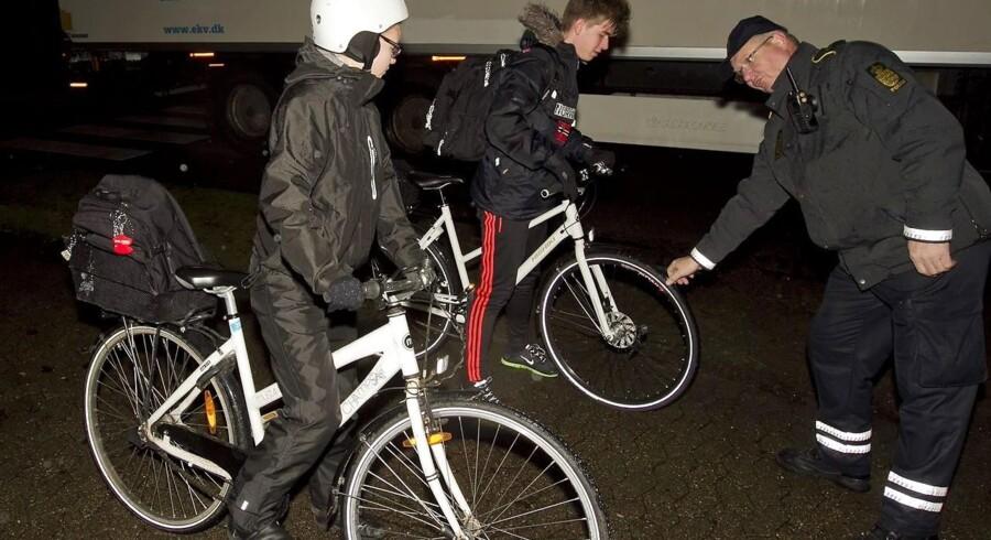 Berlingske undersøger, hvad det betyder for et samfund, at danskerne aldrig har betalt så mange og så store bøder som i dag. Her er det politiet, der holder ekstra øje med ulovlige cyklister i trafikken.