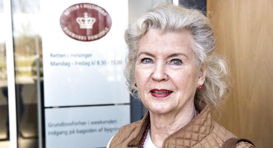 Tineke Færch ankommer til retten i Helsingør.