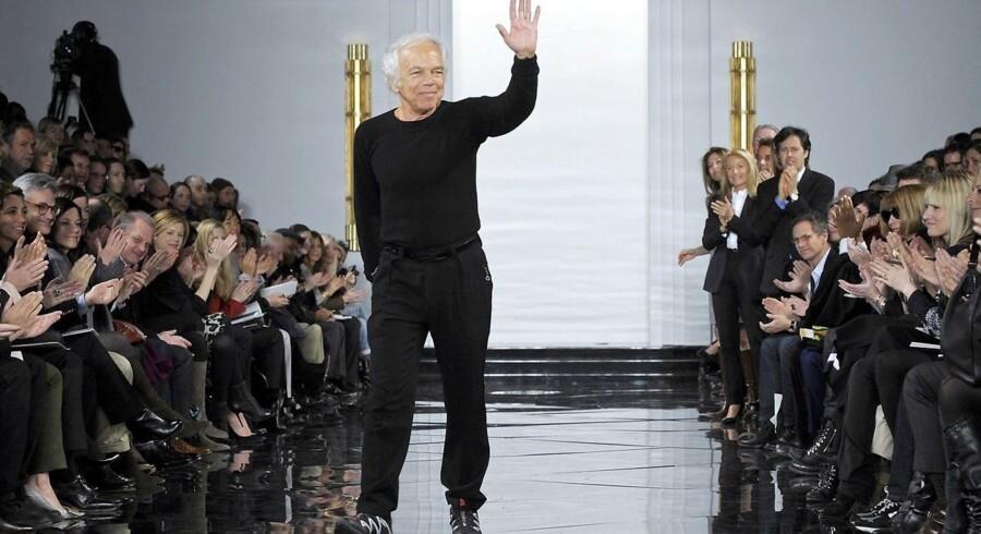 Den amerikanske designer og legende i modebranchen, Ralph Lauren, har i dag onsdag, meddelt at han går af som adm. direktør for firmaet han har opkaldt efter sig selv. Lauren startede sin karriere med at designe slips under navnet Polo og siden hen ekspanderede virksomheden til den modemastodont, vi kender i dag.Ralph Lauren Corporation blev stiftet i 1967 og dermed har Lauren været direktør for virksomheden i 48 år. Her kan du se en række billeder fra hans karriere.