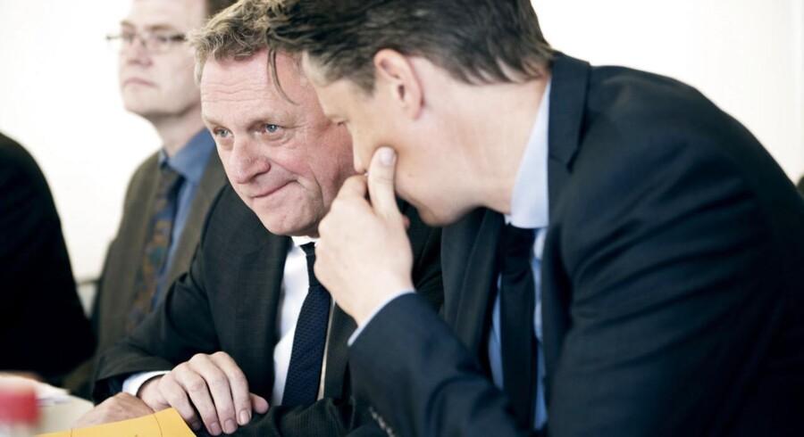 Danmark har sunde offentlige finanser. Det vil sige, at de skatter og afgifter som kræves op herhjemme, nogenlunde kan dække både de aktuelle og fremtidige offentlige udgifter, det konkluderer de økonomiske vismænd.